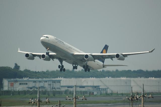 LH A340-300 1