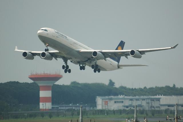 LH A340-300 2