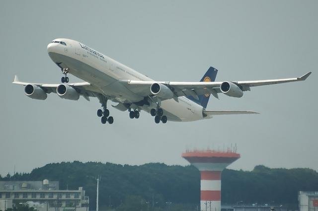 LH A340-300 3