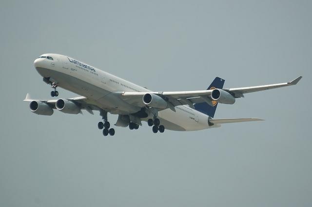 LH A340-300 4