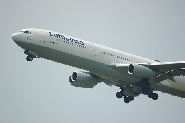 LH A340-300 5