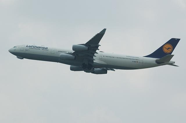 LH A340-300 6