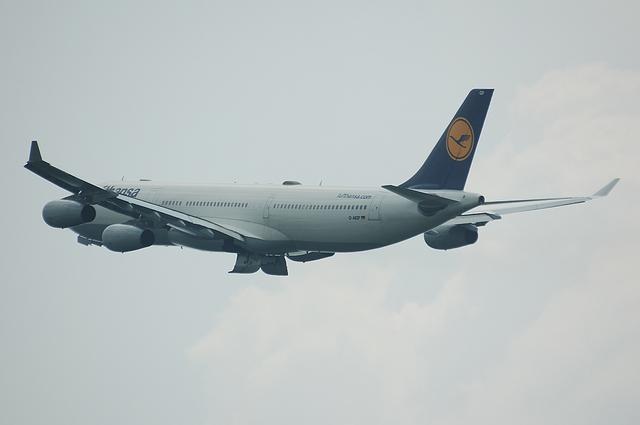 LH A340-300 7