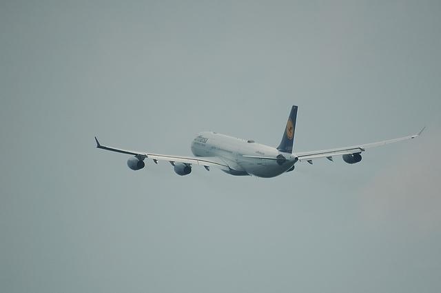 LH A340-300 8