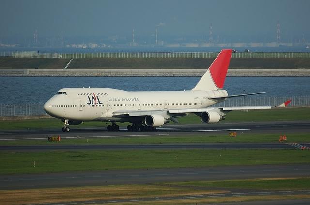 JAL B747-400 1