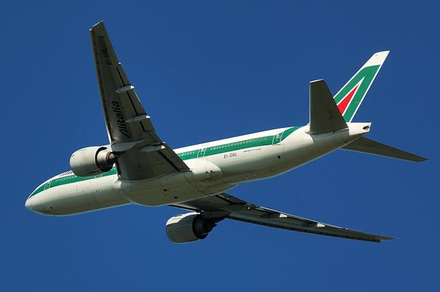 Alitalia B777 8