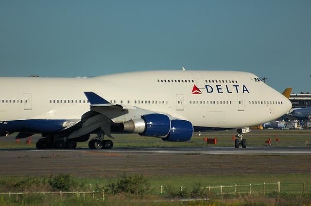 DELTA B744 2