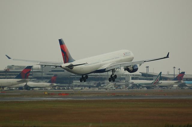 DELTA A330 4