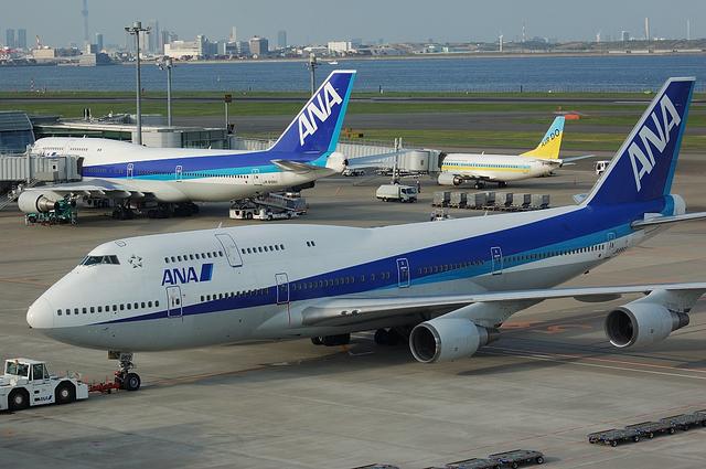 2機の747と737