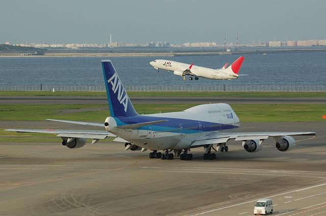 747と737