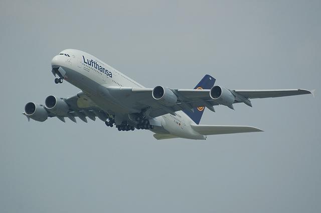 LH A380 離陸2