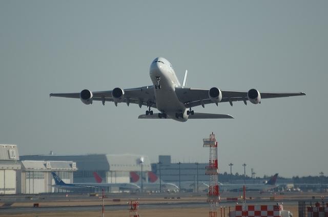 34Lを離陸したAFのA380