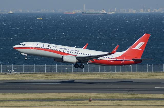 上海航空 B737-800