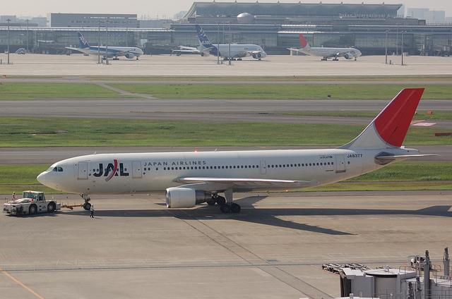 A300-600R JA8377 1