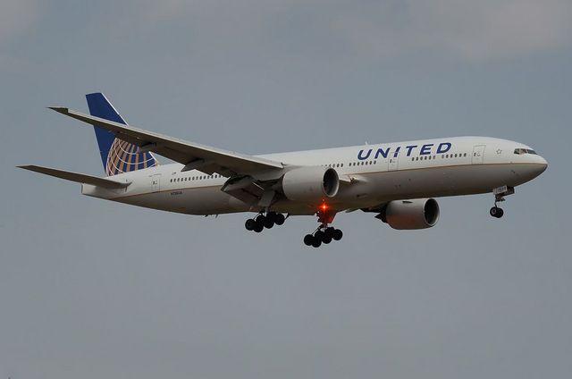UNITED B772ER 2