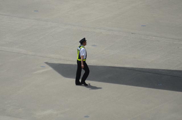 機長の出発前の確認 3