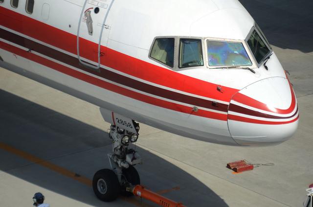 上海航空B757 プッシュバック開始