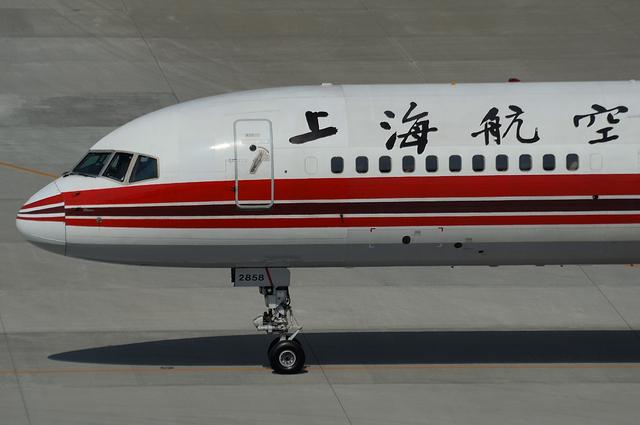 上海航空B757 タキシング開始