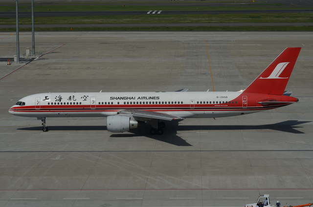 上海航空B757 真横から全体像
