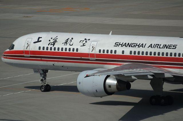 上海航空B757 左斜め後ろから