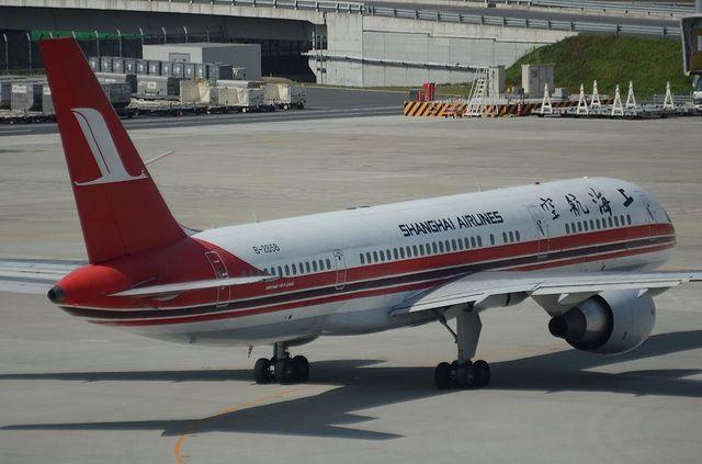 上海航空B757 右斜め後ろから