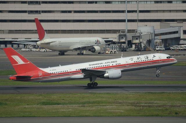 上海航空B757 離陸