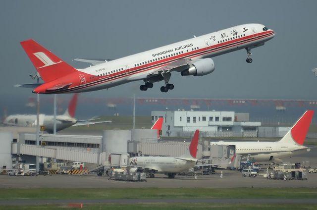 上海航空B757 上昇