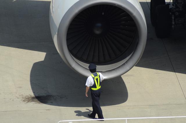 機長の出発前の確認 4