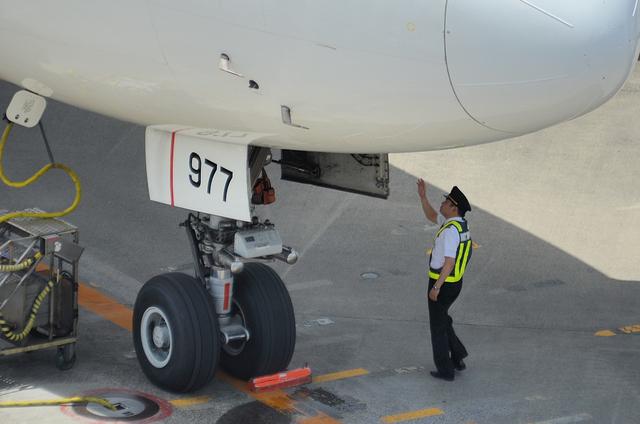 機長の出発前の確認 1