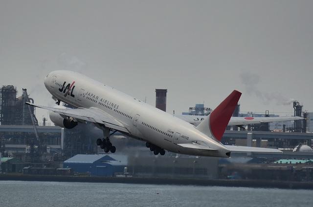 JAL B772