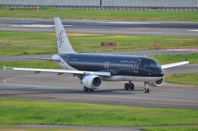 SFJ A320 Taxi 1