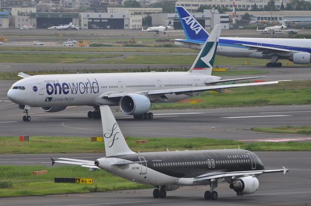 SFJ A320とCX B777