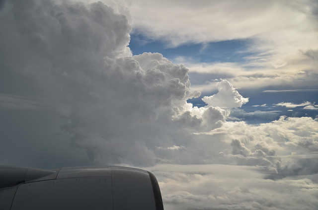 雲を抜けて高い空へ
