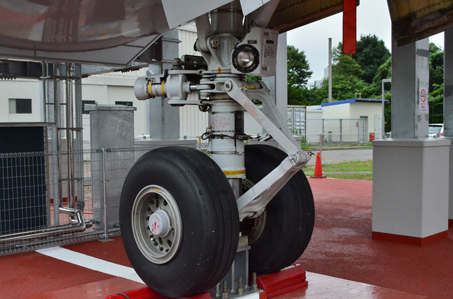 B747 Secton41 Nose Gear 1