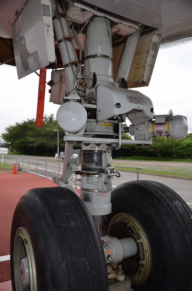 B747 Secton41 Nose Gear 4