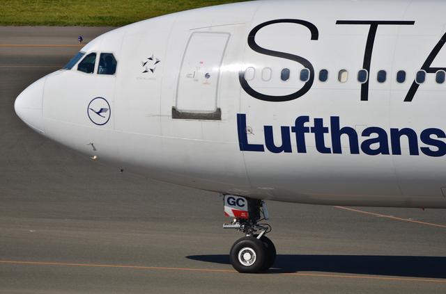 LH A340 10