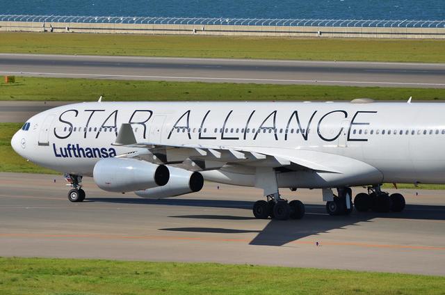 LH A340 11