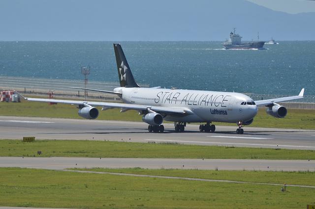 LH A340 15