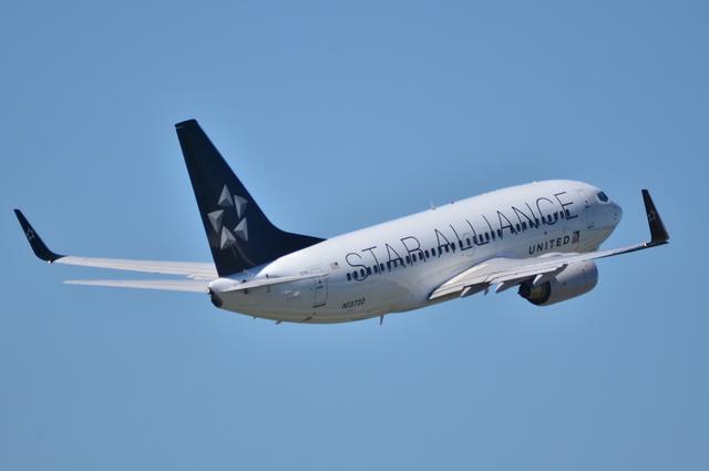 UA B737 10