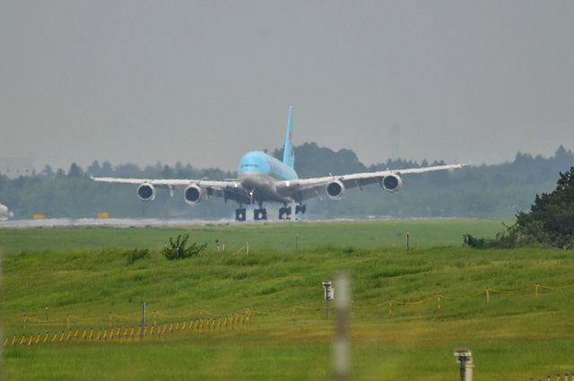 KE A380 LDG 2