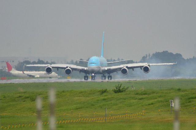 KE A380 LDG 3