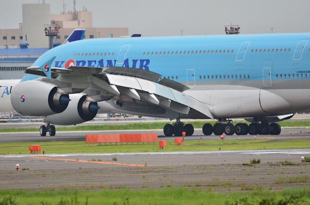 KE A380 LDG 7