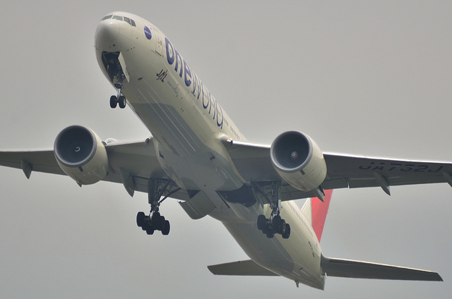 JAL B773ER 2