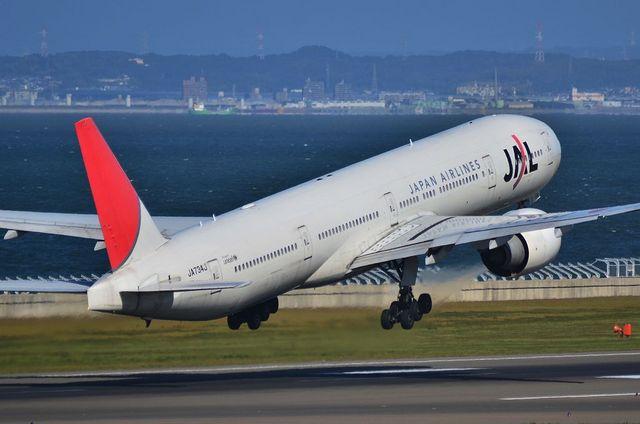 JAL B777 Take Off
