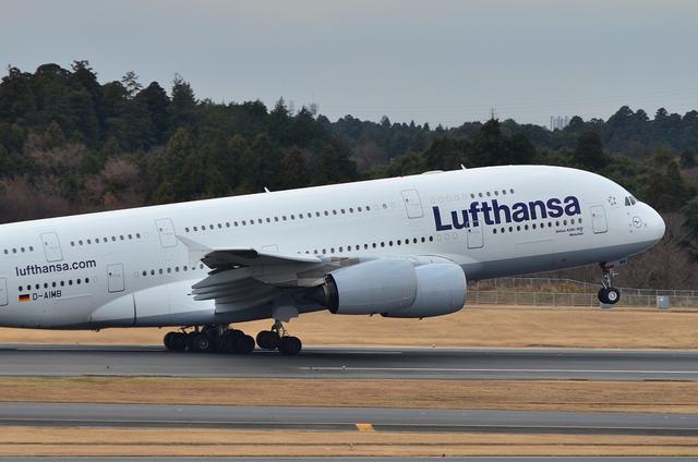 LH A380 8