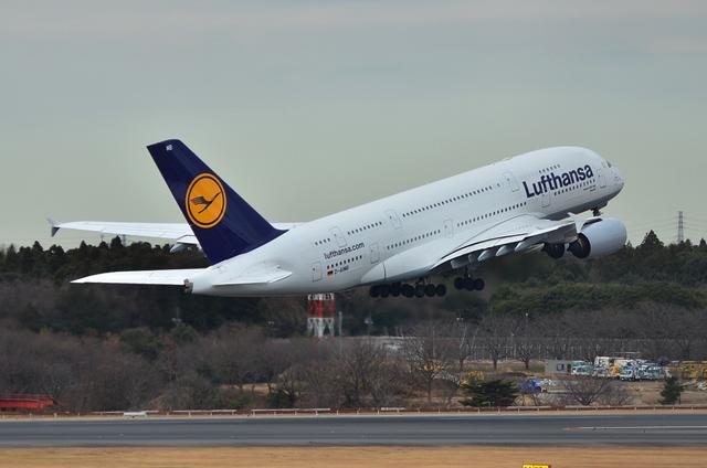 LH A380 12