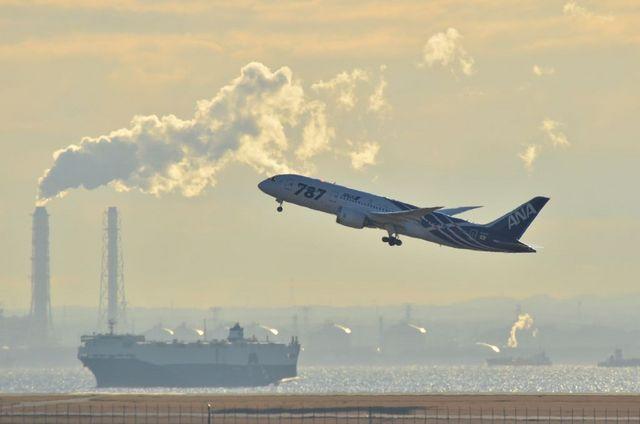 飛行機と船と煙突