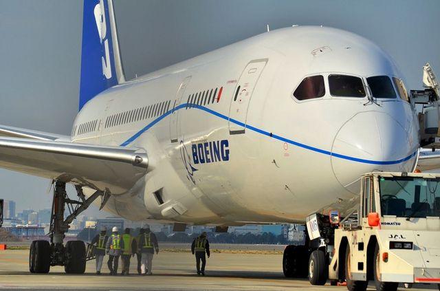 B787 胴体部分アップ
