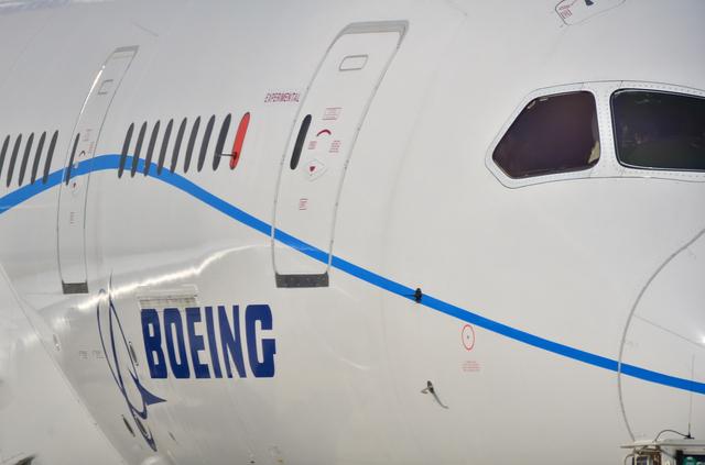 B787 BoeingロゴとEXPERIMENTAL