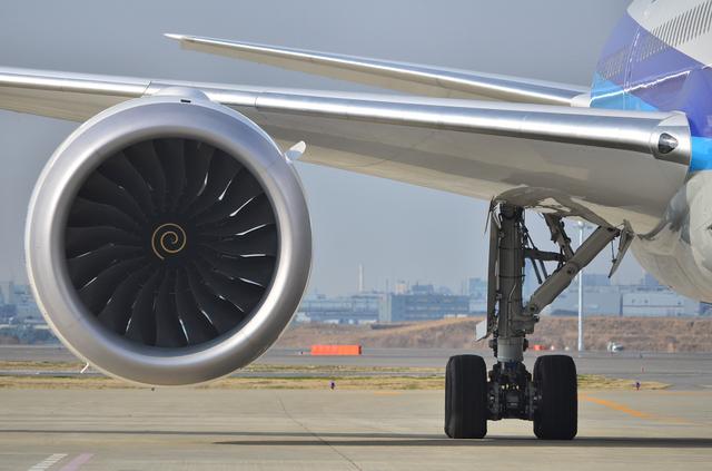 ANA B787 エンジンとメインギア